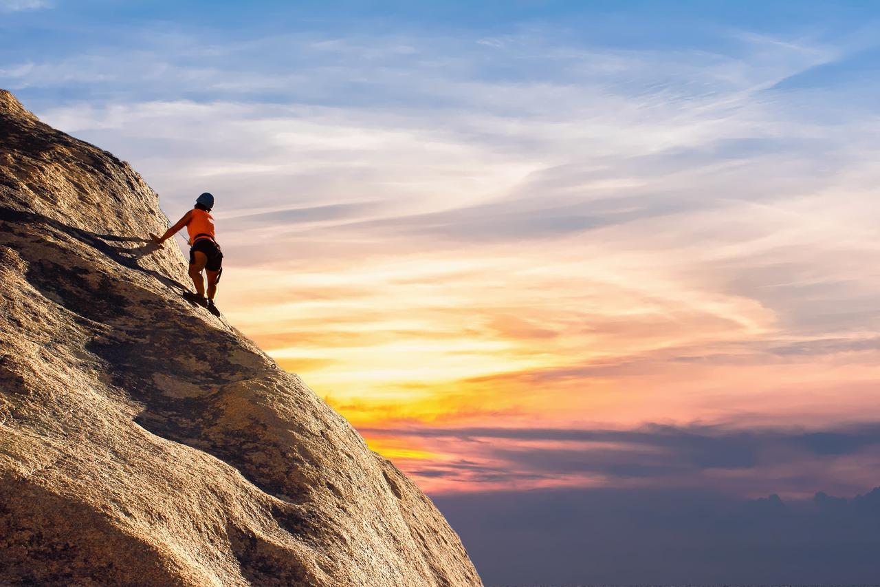 mountain-climber-2427191_1280