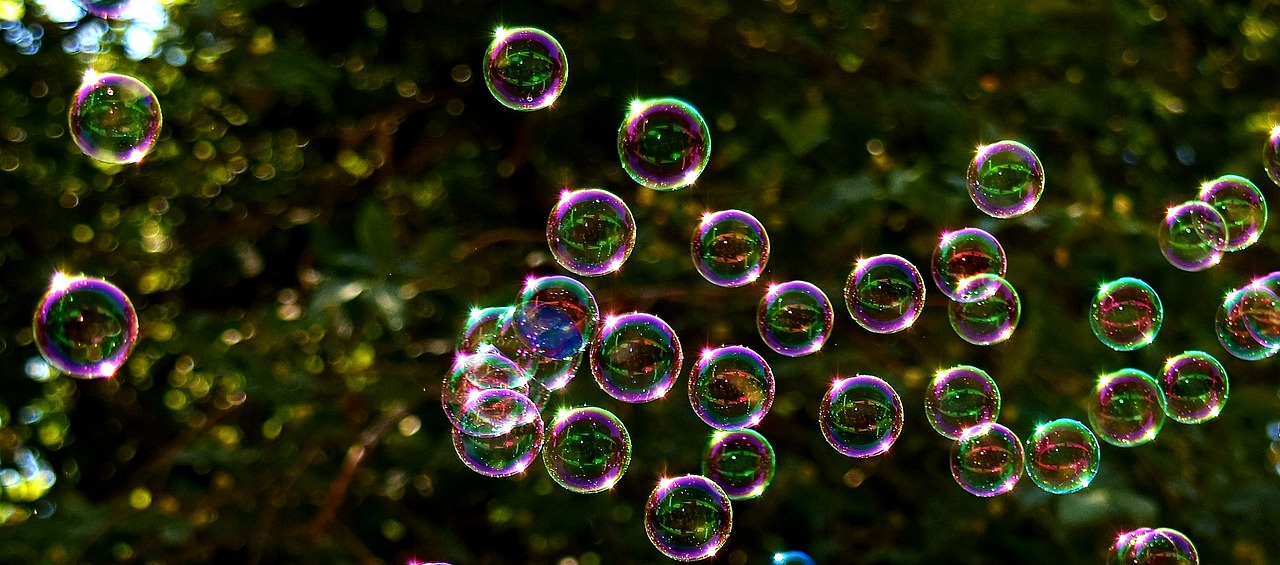 soap-bubbles-2417436_1280