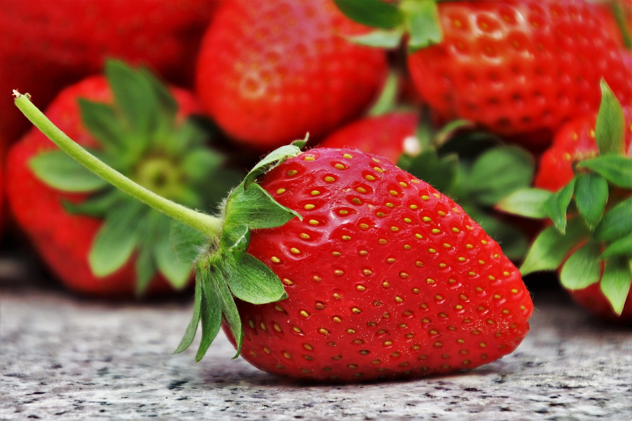 strawberries-3359755_1280